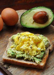 avokado-yumurta